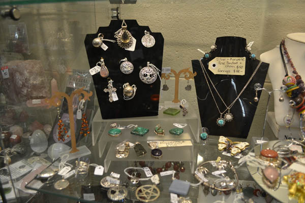 Gifts & Jewellery